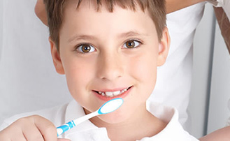 How Should Mothers Brush Their Children's Teeth