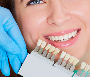 Cosmetic dentist in Glendale, CA explains the teeth whitening procedure