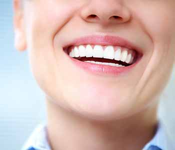 Choosing a dentist near La Crescenta, CA for cosmetic dental services
